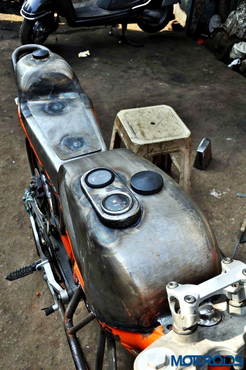 Custom-Built-RD350-KTM-Duke-390-4