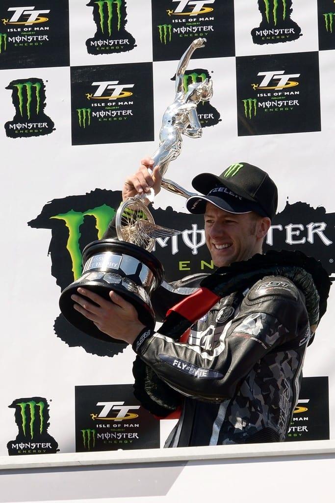 #9 Ian Hutchinson Yamaha Team Traction Control