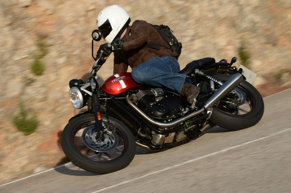2016 Triumph Street Twin Action_022lores