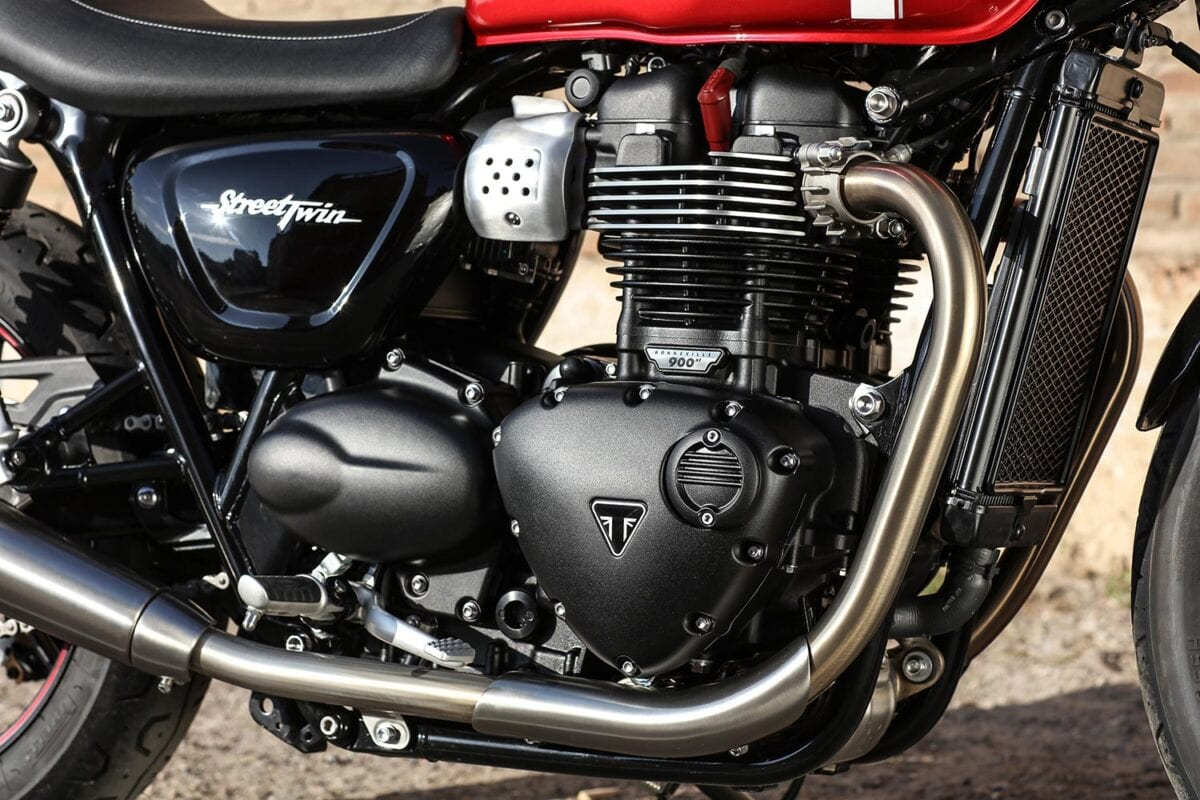 2016-Triumph-Street-Twin-Details_005