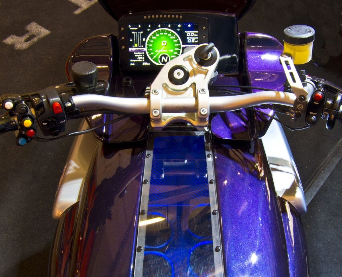 aurora-hellfire-oz26-v8-bike-packs-417-hp-and-319-nm-and-nothing-else-matters-photo-gallery_1