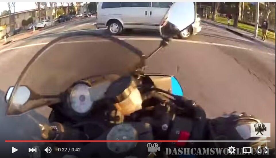 2016-02-24 11_29_18-Sportbike dodges 4 cars to escape death. super close call. - YouTube