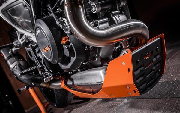 2015-11-26 KTM DUKE 690-653