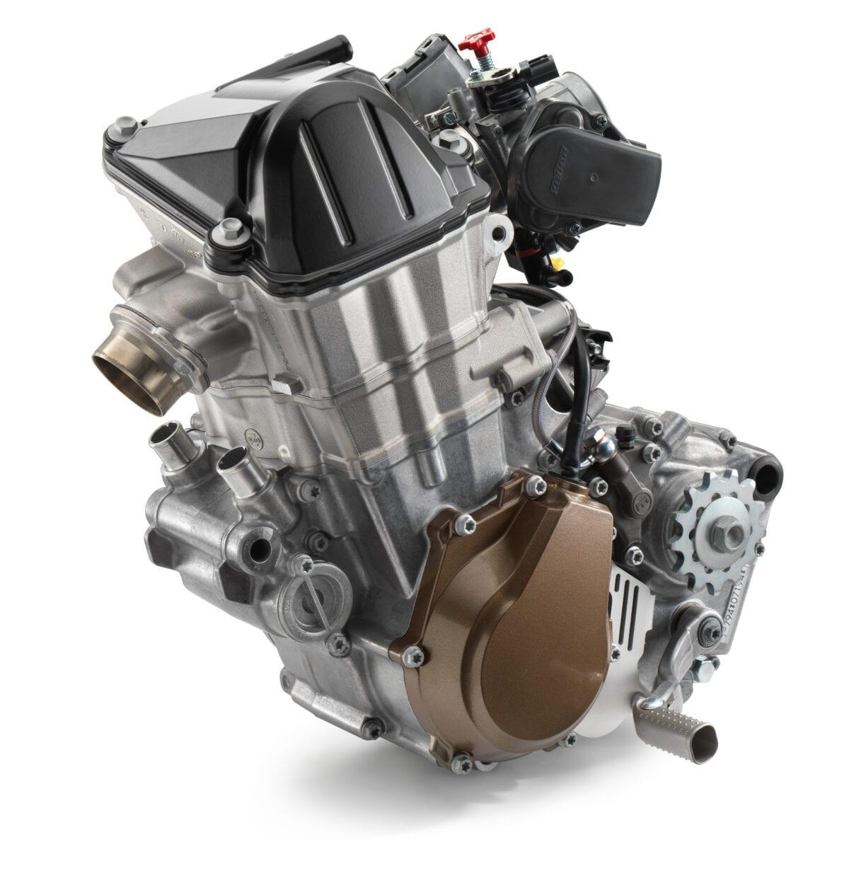21976_FC-450-2017-engine