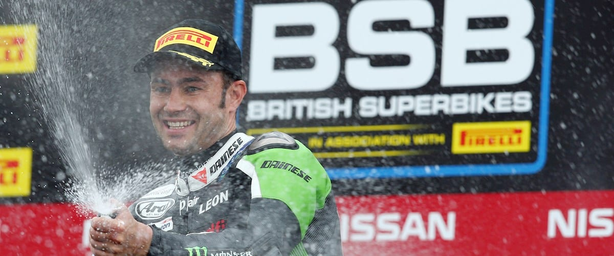2016 British Superbike Championship, BSB R04, Knockhill, Fife. 26th June 2016. Leon Haslam, Smalley, JG Speedfit Kawasaki wins race 1 from Dan Linfoot, Knaresborough, Honda Racing and Luke Mossey, Cambridge, Quattro Plant Teccare Kawasaki