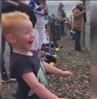 2016-09-07 09_57_16-Little Boy Reacts to Motorbike Race - YouTube