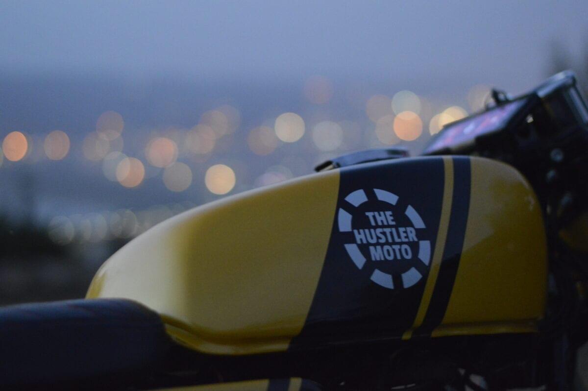custom-cafe-racer-by-hustler-moto-bajaj-pulsar-150-1