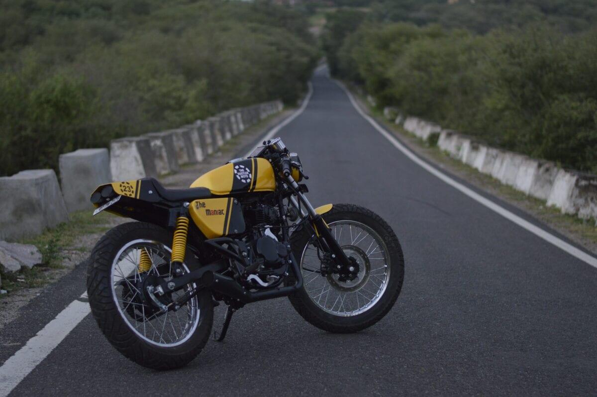 custom-cafe-racer-by-hustler-moto-bajaj-pulsar-150-6