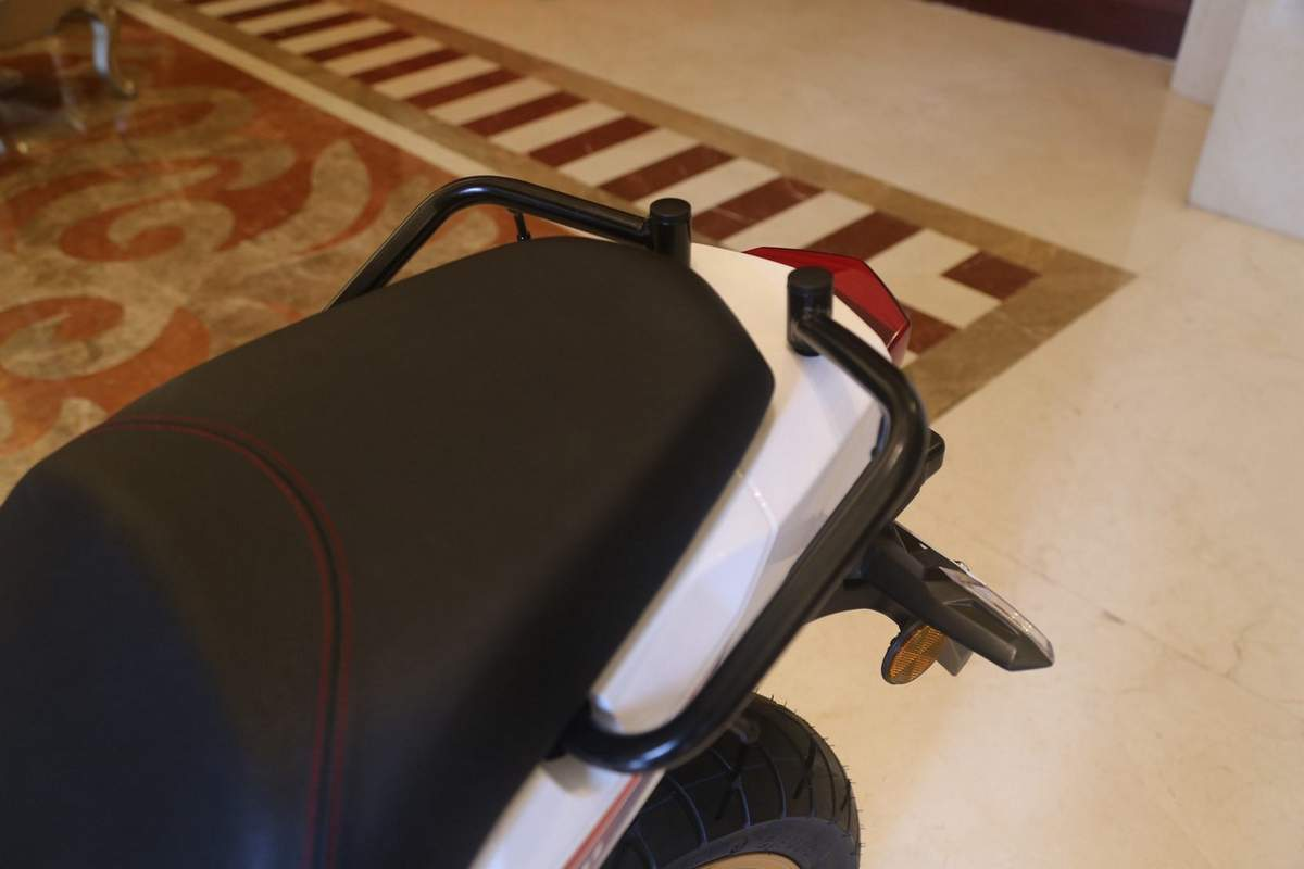 honda-cbf190x-rear-seat