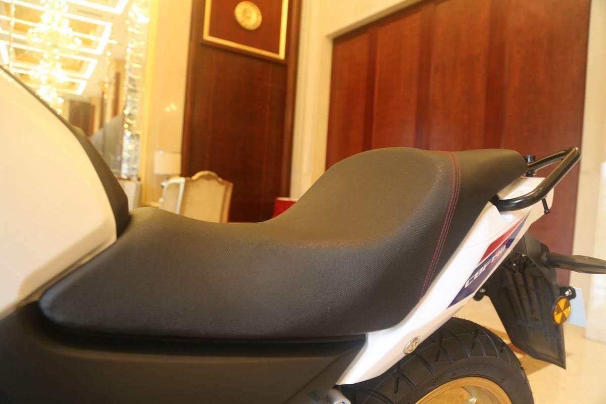 honda-cbf190x-seat