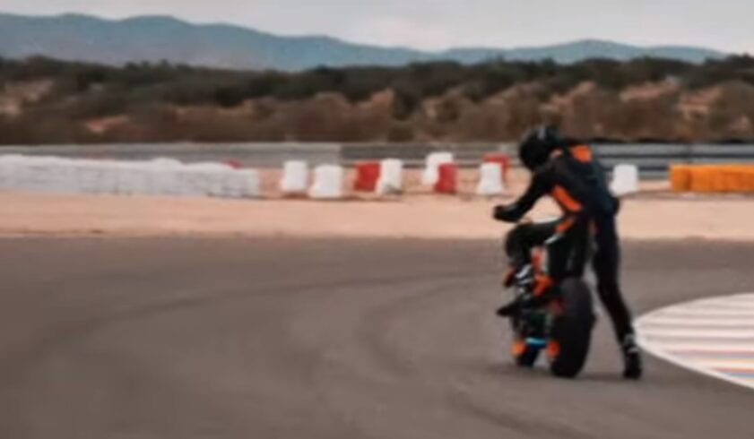 Ok, so this is a bit blurry but you can see how physically small the new KTM Super Duke R motorcycle is. Either that or it's being ridden by a 7ft giant in the video. We don't think it is the second option.
