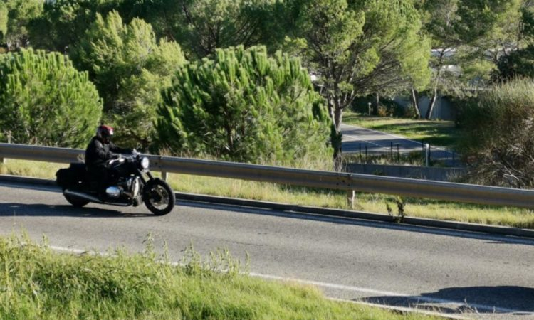 The 'base' BMW R18 motorcycle has been caught on camera out on the road testing. It's expected to be released at EICMA in November.
