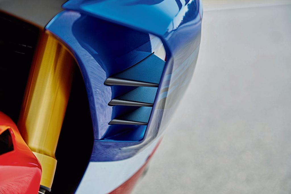 Honda gives you MotoGP-derived wings. On both the stock and the SP versions of the new Fireblade, for the 2020 motorcycle.