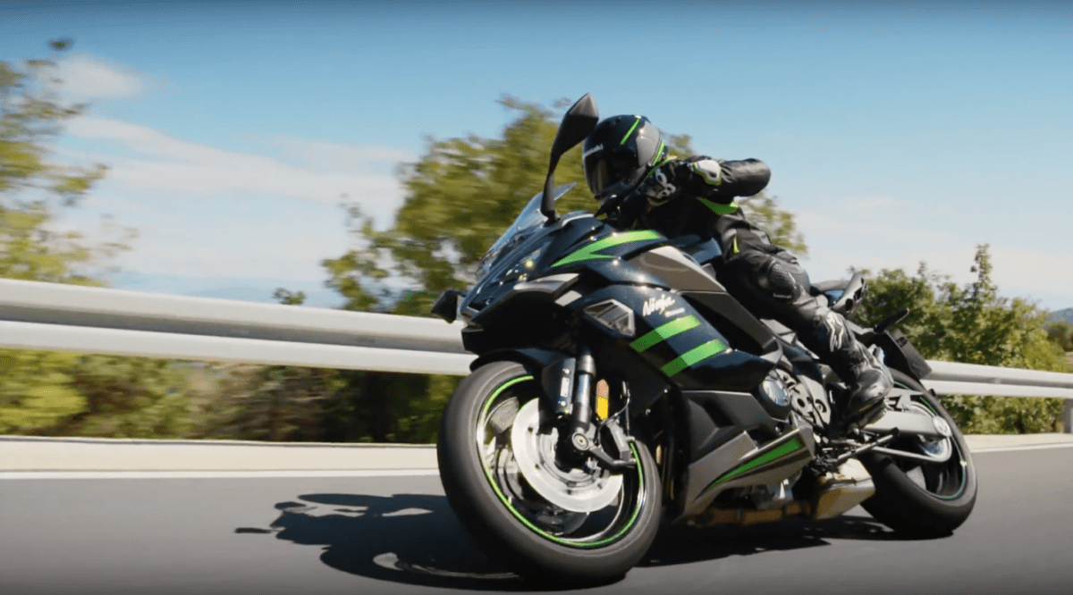 Kawasaki Ninja 1000 SX in action