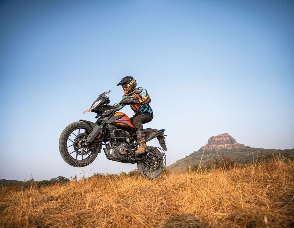 Lack of knee-grip areas built into the motorbike's petrol tank cover wasn't exactly welcomed by test rider Abhishek when he upped the pace on the dirt.