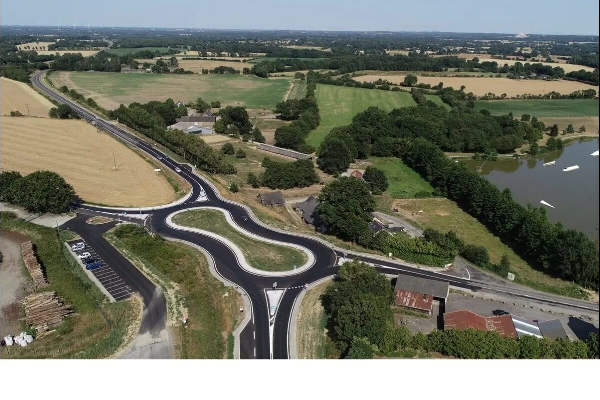 This is a 'Peanut' roundabout in France. Note the great Tarmac, the great corners, the handy 'pitlane' to the left. It's like a more simple Mallory (aside from the cars)