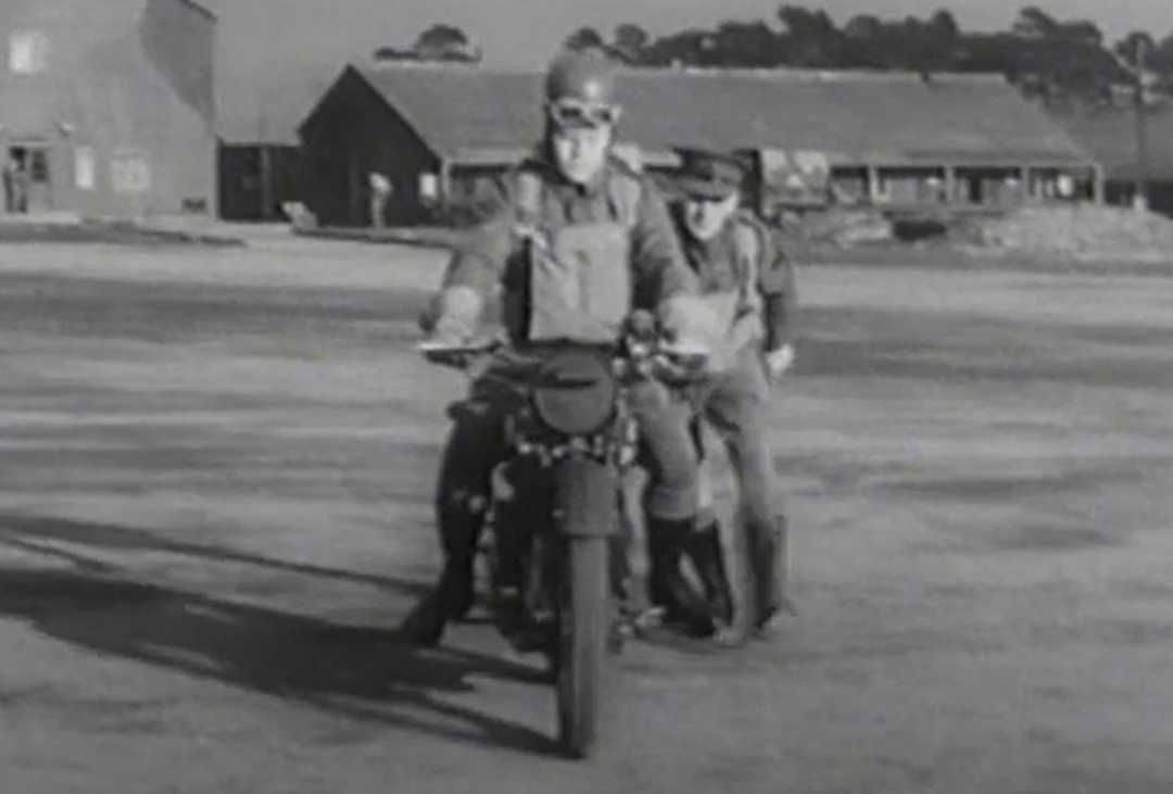 VIDEO: World War II despatch rider TRAINING. How to ride and maintain a Norton 16H.