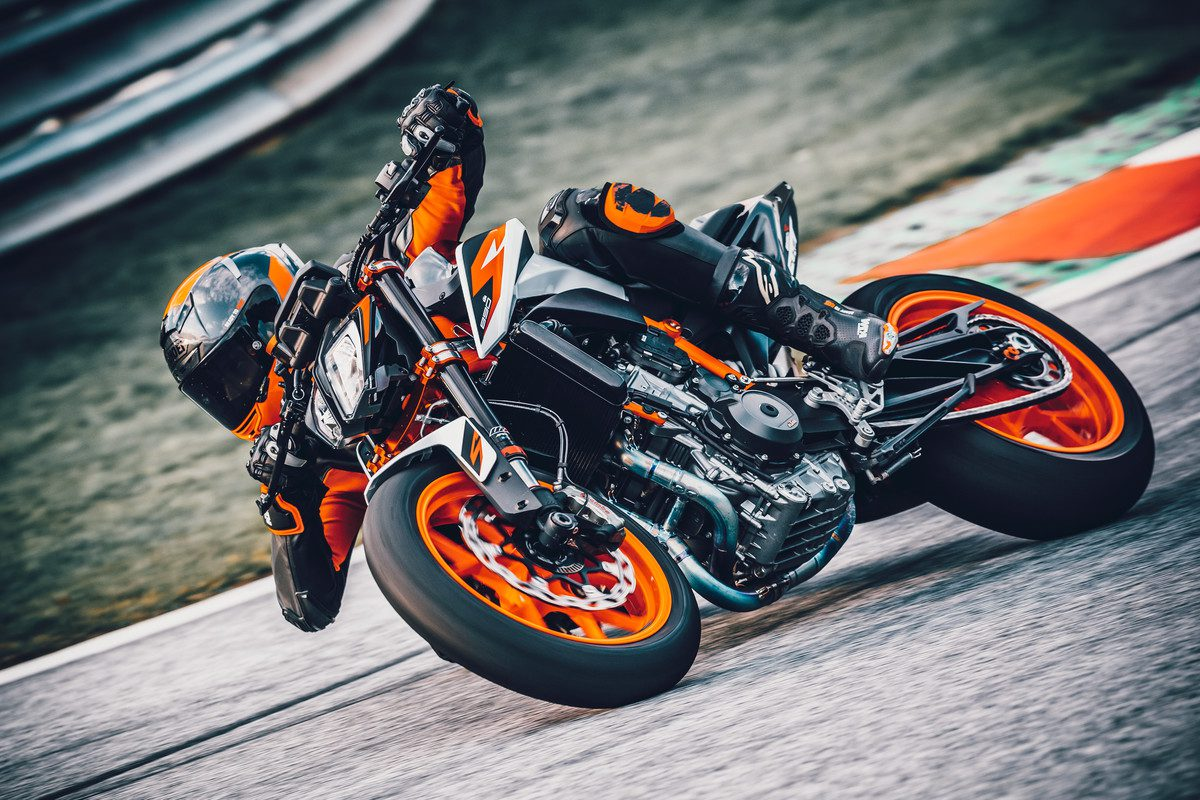 KTM 890 Duke R - full spec of the Super Scalpel