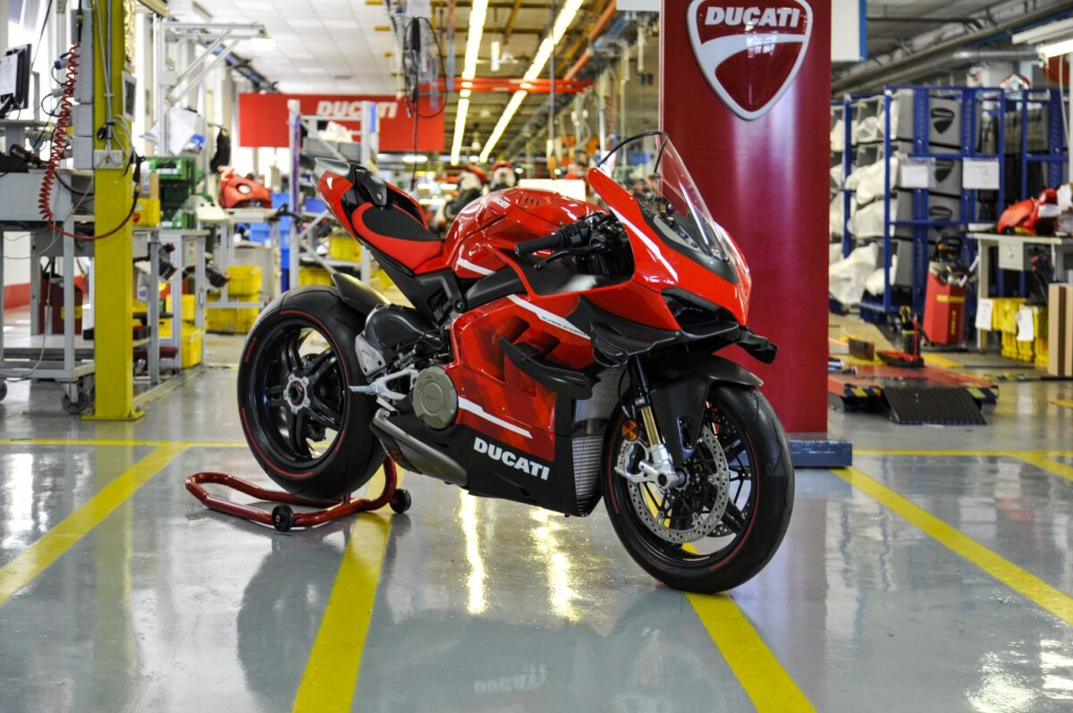 VIDEO Ducati's FIRST Superleggera V4 rolls off the production line And it's GLORIOUS