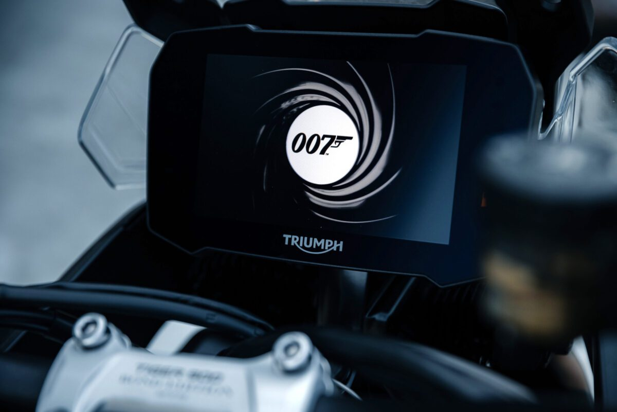 Bespoke start up screen on the dash of the Tiger 900 Bond